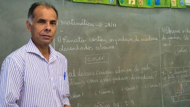 O homem que concluiu o ensino médio aos 32 anos, virou professor e hoje luta pela educação em região pobre