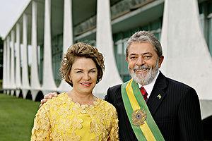 AVC : Ex-Primeira dama,Marisa é submetida a nova avaliação e continua em coma induzido