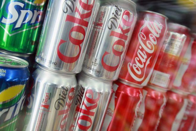 Consumo diário de refrigerante diet aumenta risco de derrame e demência, indica estudo