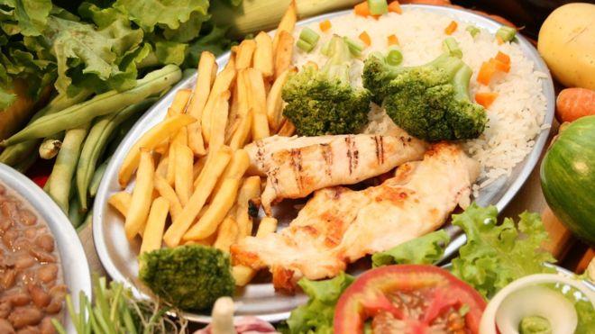 Por que famílias pobres também desperdiçam comida no Brasil?