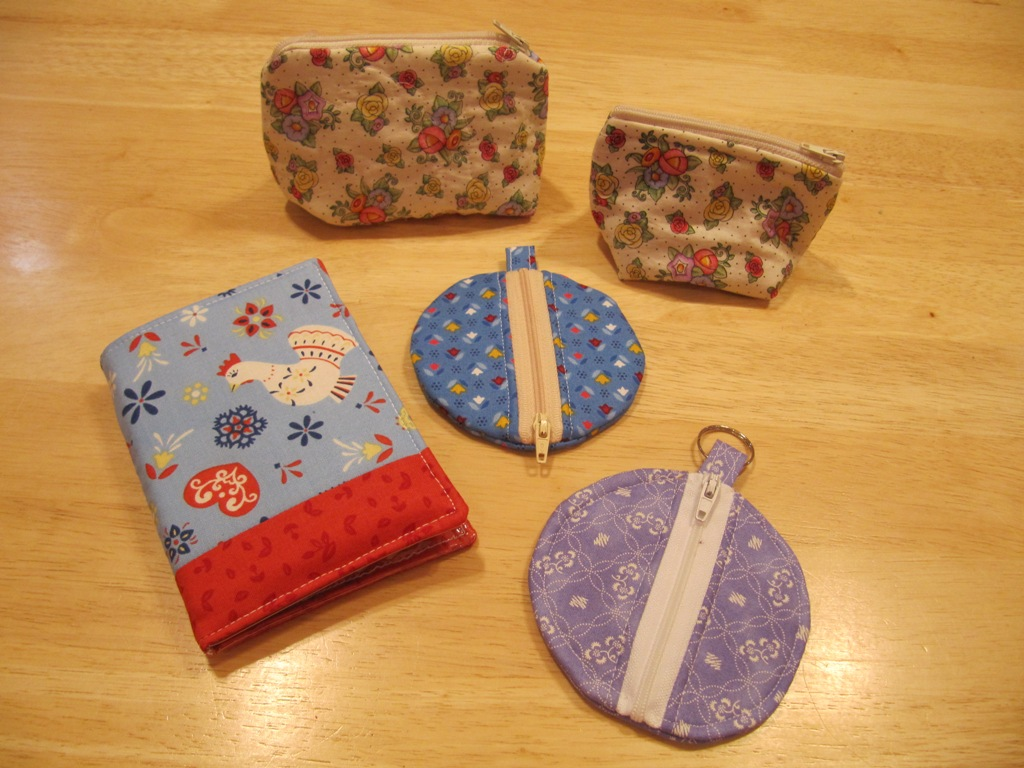 circle earbud pouches