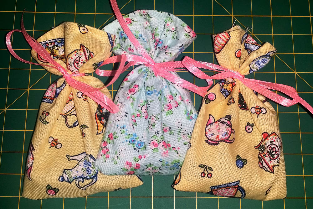 Little Teabag Pouches Tutorial - great gift for tea lovers and takes less than 5 minutes to make!