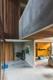 Concrete-House-Bali-by-Patishandika-12