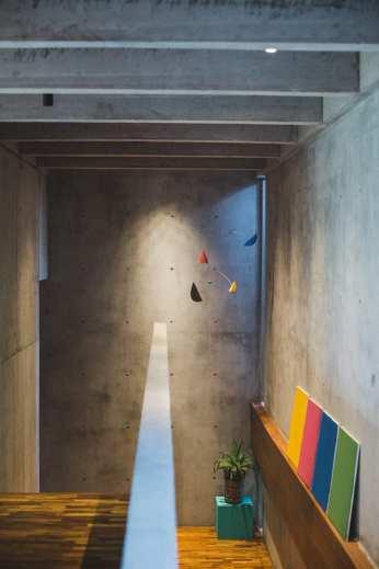 Concrete-House-Bali-by-Patishandika-7