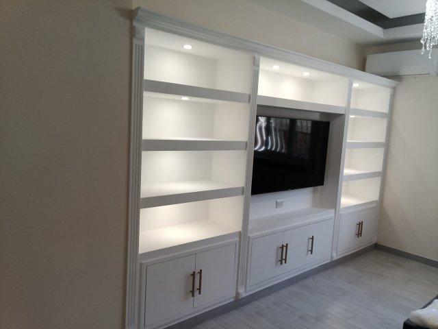 La prima soluzione da valutare è quella di arredare il tuo soggiorno con una parete attrezzata che sia moderna e. Librerie In Cartongesso