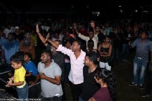 Een aantal personen gingen tekeer tijdens de toespraak van de vicepresident. (foto: Kabinet van de Vicepresident)