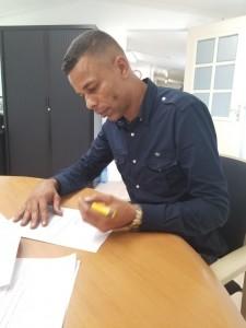 2Su Aid en Staatsolie  tekenen sponsorovereenkomst1