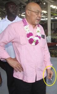President Desi Bouterse is een fervente roker