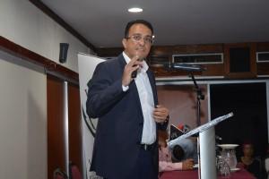 Eblein Frangie, voorzitter van de Surinaamse Bankiersvereniging (SBV), tijdens de discussieavond van de VES. (foto: Regilio Derby)