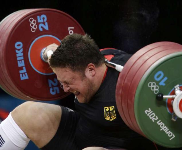 Olympic: Matthias Steiner' Drops Weight On Head, Walks Away (PHOTO)