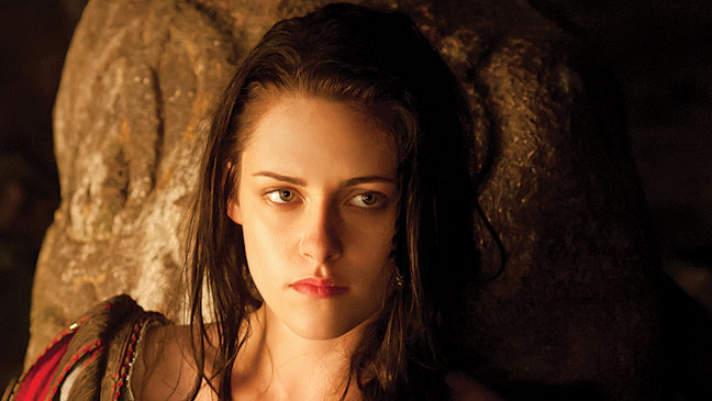 Kristen Stewart Dating A Woman:  Outed By Her Mom