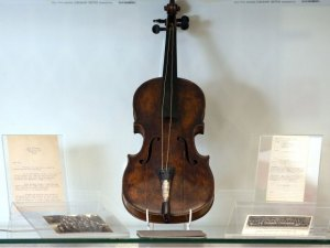 Titanic Violin played as the ship sank sells $1.45m at auction