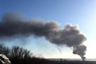 Crude oil freight train derails in Illinois (VIDEO)