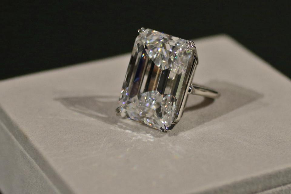 "100 Carat Diamond Auction:  ""Perfect"" Diamond Could Fetch $25 Million"