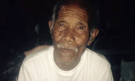101 year old man rescued From Debris In Nepal