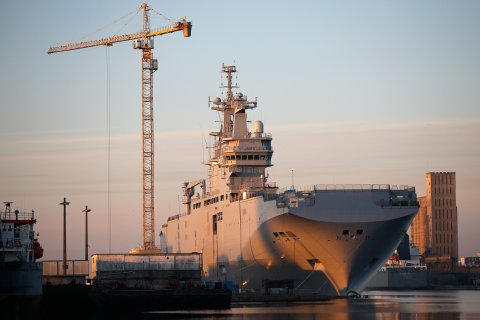 The Mistral-class helicopter carrier Vladivostok is seen at the STX Les Chantiers de l'Atlantique shipyard site in Saint-Nazaire, September 4, 2014.  Read more: http://www.businessinsider.com/russia-abandons-its-mistral-warship-deal-with-france-2015-5#ixzz3i2uxvriF
