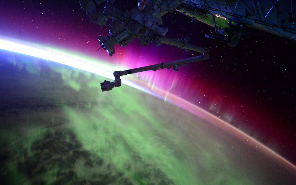 Scott Kelly Posts Amazing Northern Lights phot