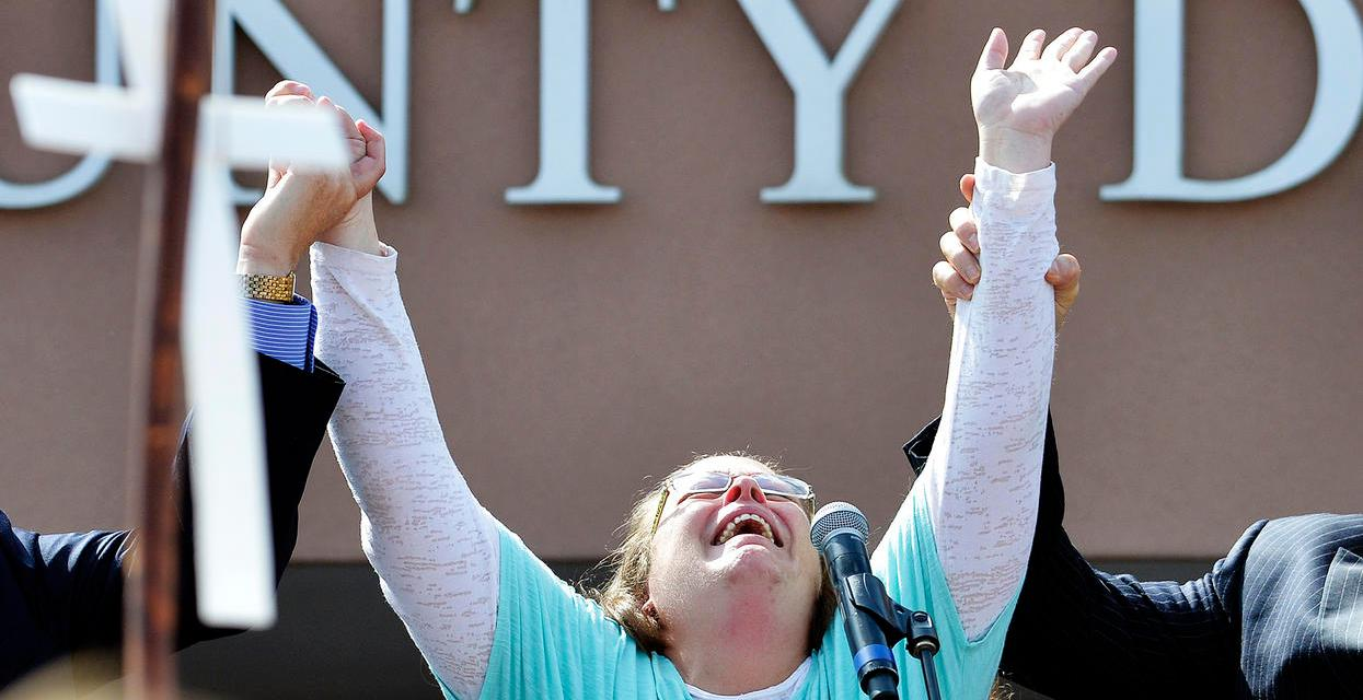 Oath Keepers Will Protect Kim Davis: armed group offers to protect Kim Davis from arrest