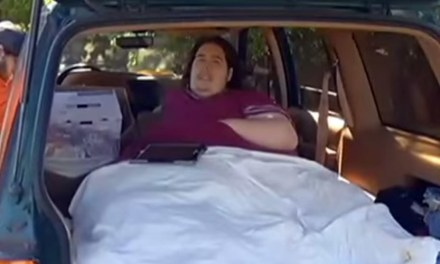 800 Pound Man Booted From Hospital For Ordering Pizza (VIDEO)