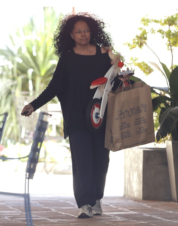 Diana Ross Pregnant? Hmm Not So Much