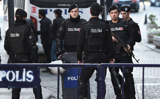 Turkish police cordon off the Blue Mosque area Photo: AFP/Getty Images