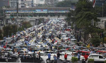 Jakarta Taxi Drivers Protest Against Ride-sharing Apps