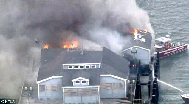 seal beach pier on fire eight fireboats helped extinguish. Black Bedroom Furniture Sets. Home Design Ideas