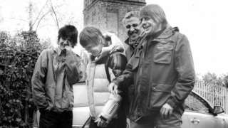 Stone Roses release new song