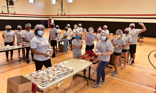 Students Package 10,000 Meals for the Hungry