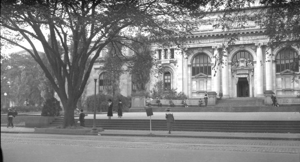 Image of the historic Carnegie Library, circa 1920-1930 from the Gordon B. Bradley Photograph Collection (BR 071B).