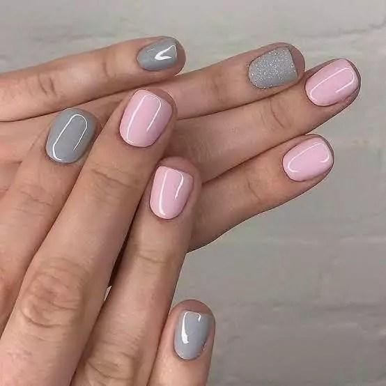 Unhas das mãos rosa e cinza