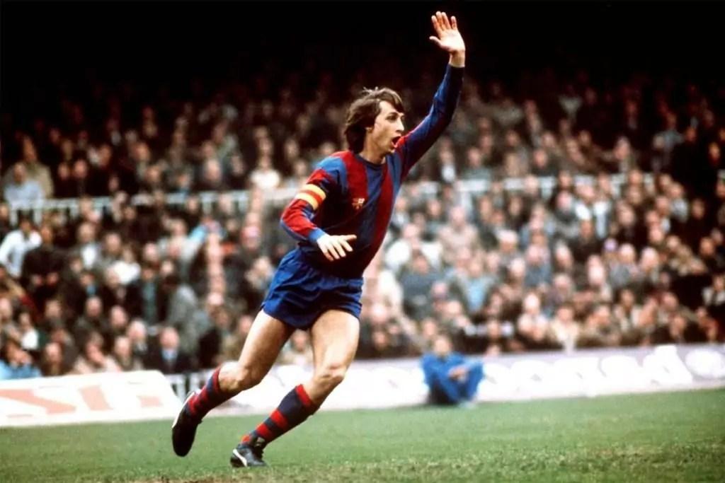 Imagem mostra Johan Cruyff no Barcelona