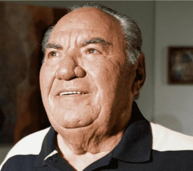 Foto do milionário Samuel Klein, um homem idoso, pela branca e cabelos grisalhos.