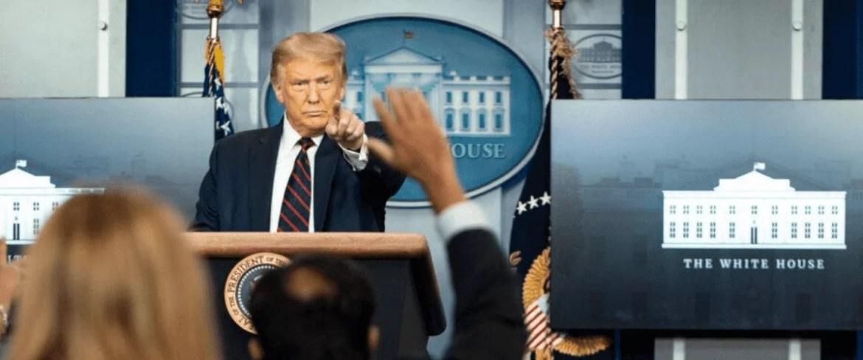 Donald Trump aponta para jornalista durante sessão de entrevistas na Casa Branca