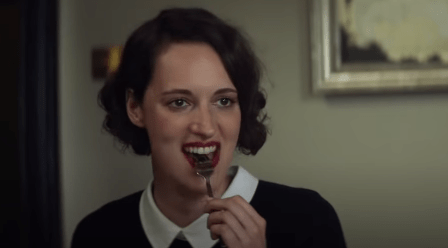 Phoebe Waller-Bridge em uma cena da premiada série Fleabag