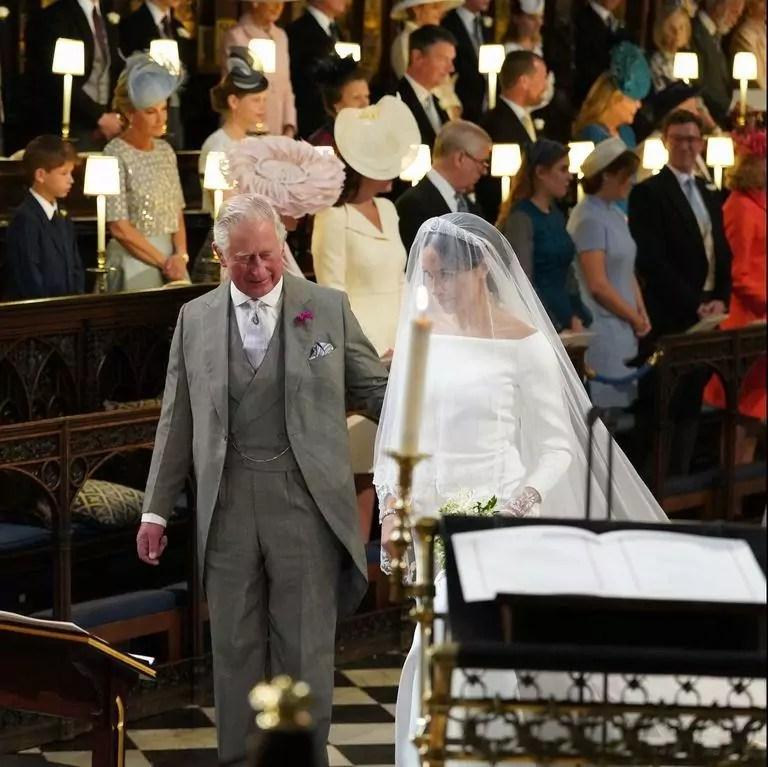 Príncipe Charles leva Meghan Markle ao altar