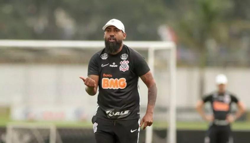 Coelho em treino pelo Corinthians