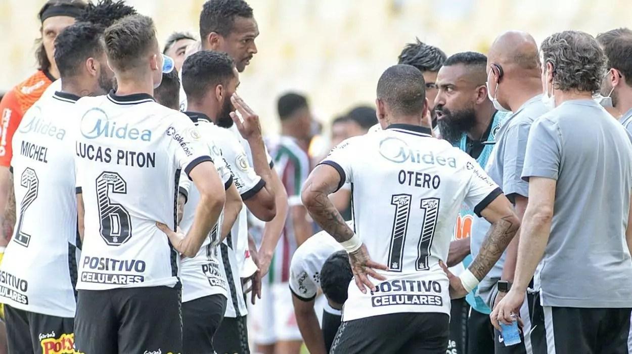 Dyego Coelho é o novo técnico interino do Corinthians