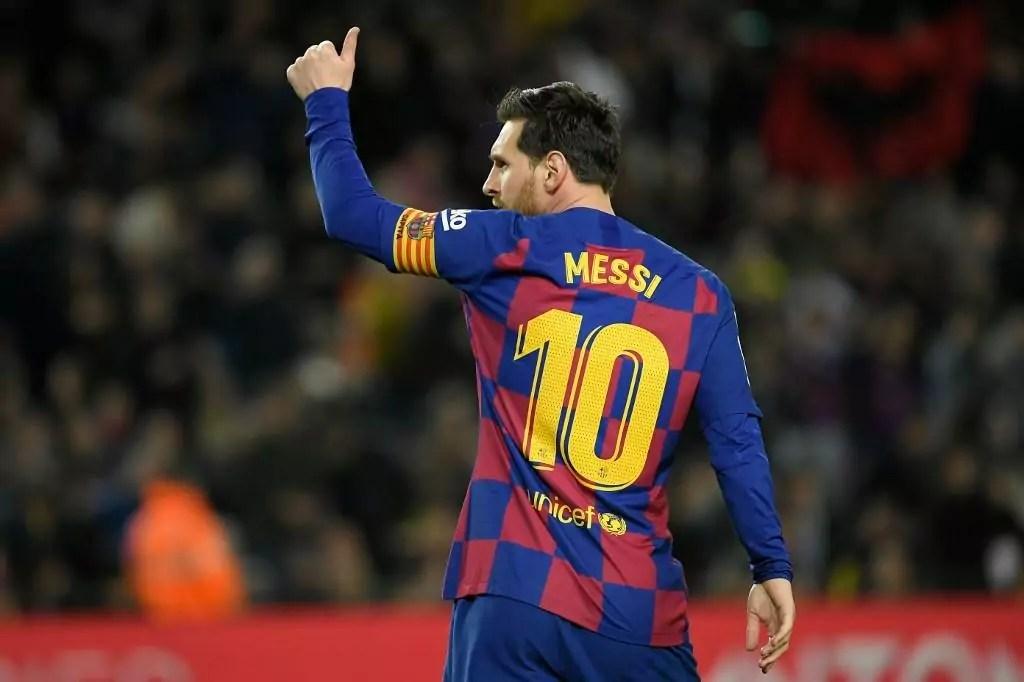 Messi anuncia que permanece no Barcelona