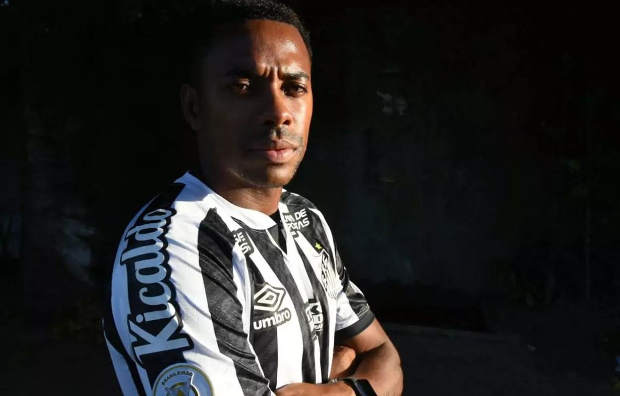 Robinho é apresentado no Santos