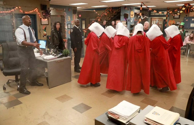Imagem mostra cena de Halloween de Brooklyn Nine-Nine