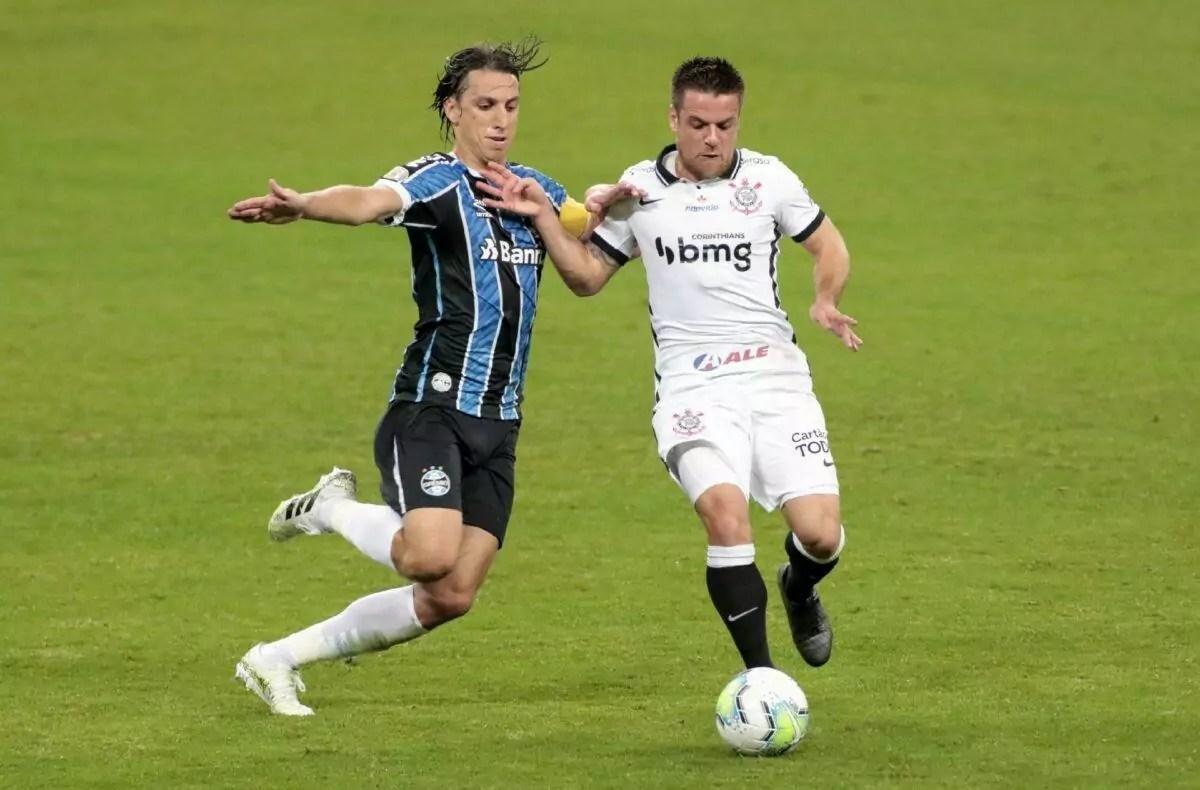 Corinthians e Grêmio duelam às 20h30; veja onde assistir