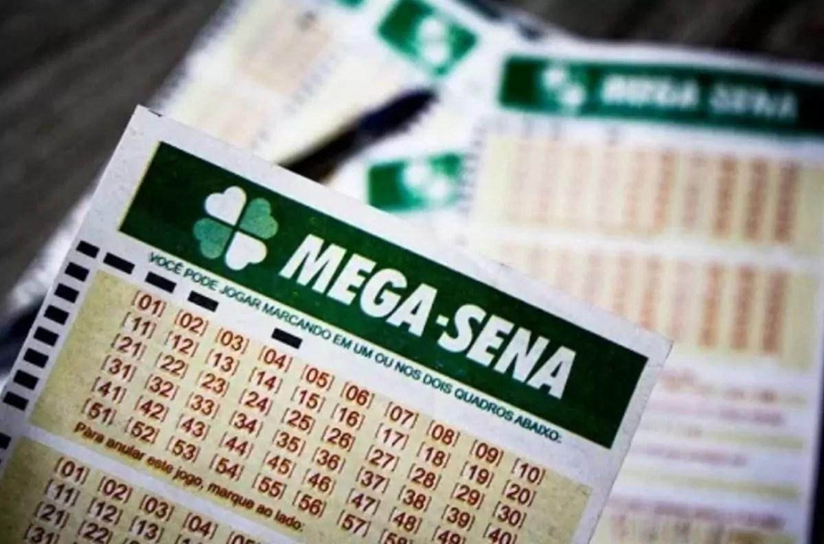 Mega Sena 2320 - a imagem mostra alguns volantes da Mega Sena