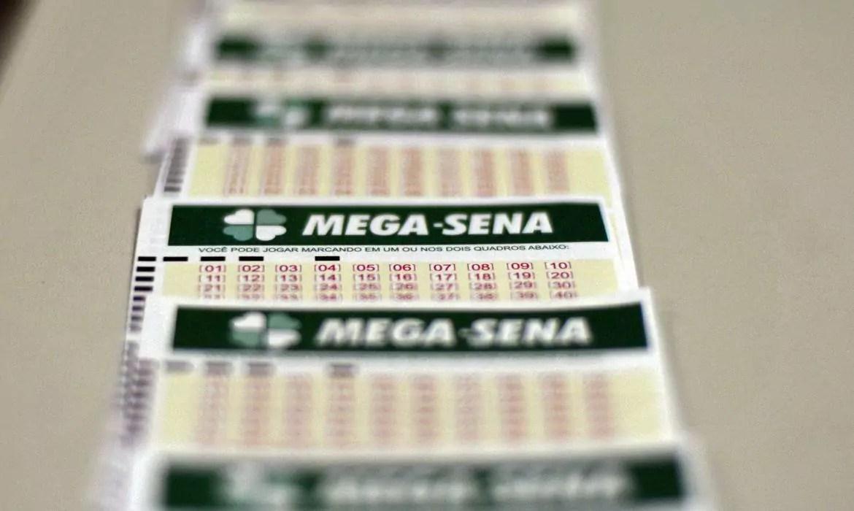 Mega Sena 2321 - a imagem mostra uma fileira de volantes da Mega-Sena