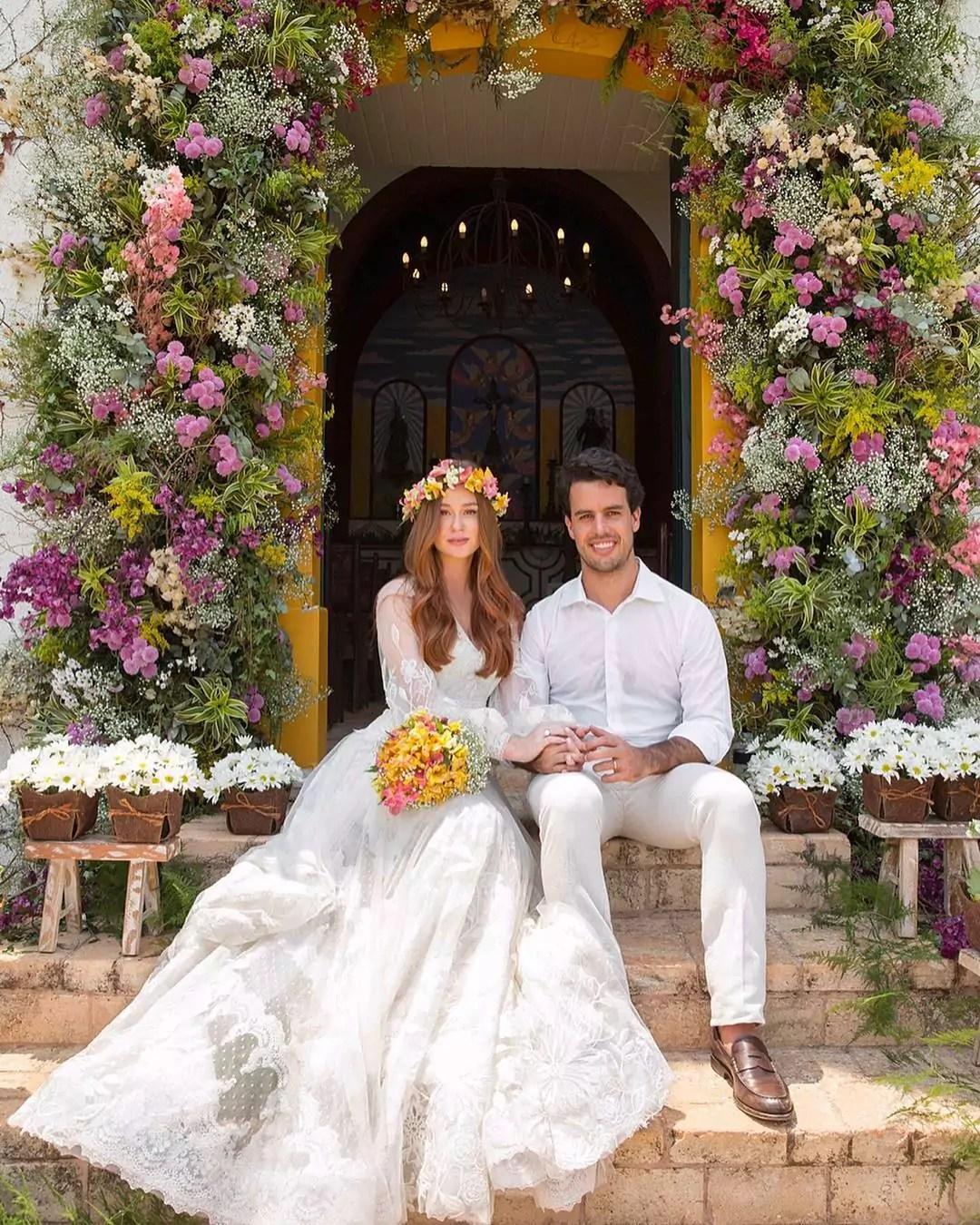Imagem mostra casamento na capela de Marina Ruy Barbosa e Alexandre Negrão