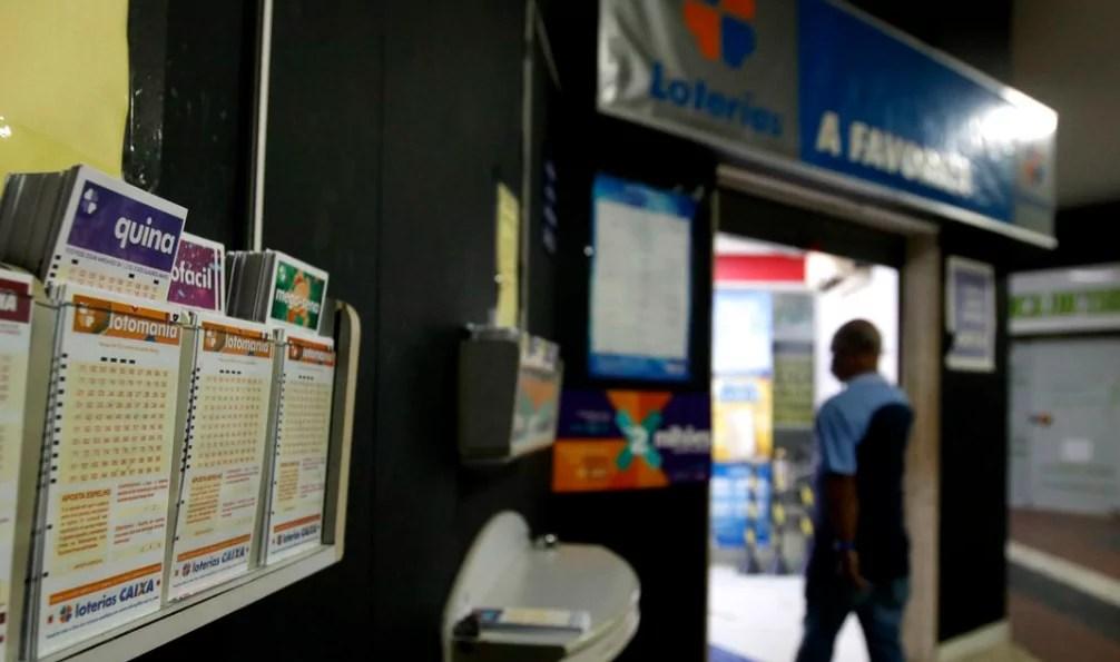 Imagem mostra caixa lotérica para buscar prêmio da mega-sena