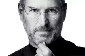 Foto do empresário Steve Jobs em matéria sobre pessoas pobres que ficaram ricas