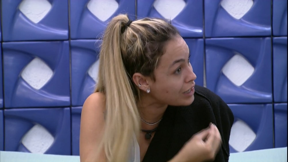 BBB21: Sarah manda Gil calar a boca e defende Rodolffo