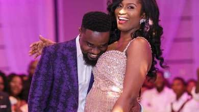 Sarkodie tracy - Sarkodie insults Tweep who accused his Wife of Bleaching