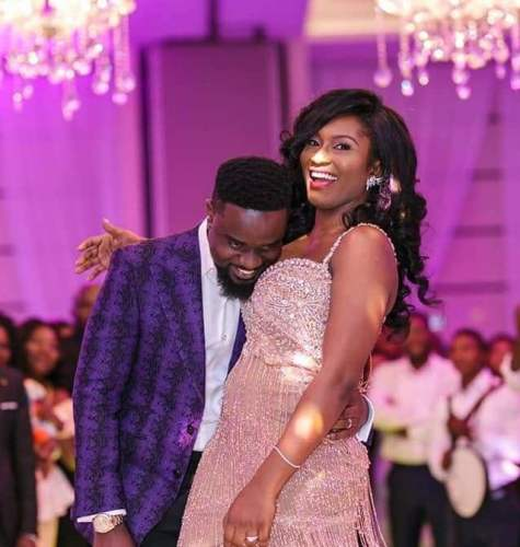 Sarkodie tracy 475x500 - Sarkodie insults Tweep who accused his Wife of Bleaching